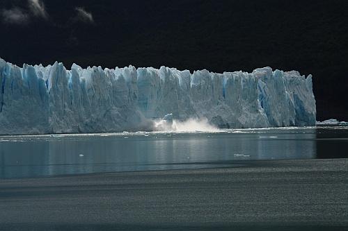 Der Perito Moreno kalbt