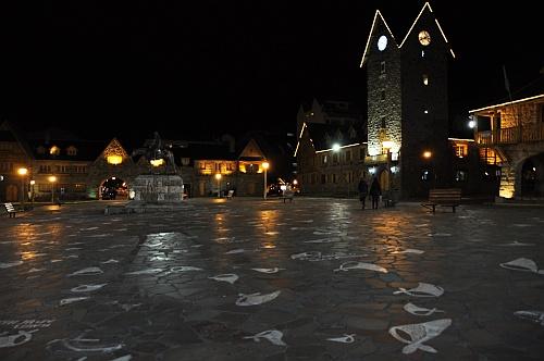 Bariloche Hauptplatz bei Nacht