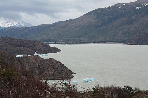 Die ersten Eisschollen auf dem Lago Grey
