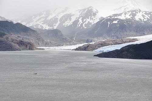 Grey Gletscher mit  Passagierboot als Bezugsobjekt