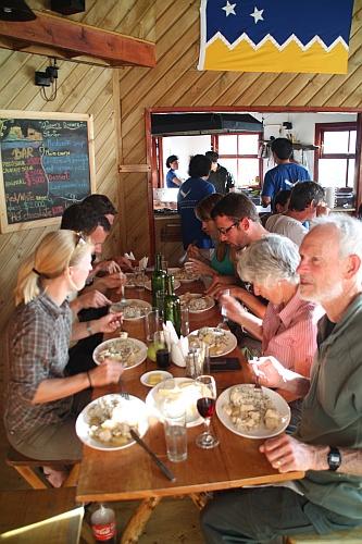 Abendessen im Refugio Los Cuernos