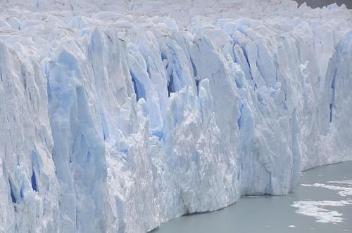 Unzählige Blautöne im Gletscher