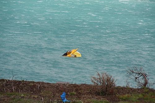 Sturmopfer - ein Zelt versinkt im Lago Pehoé