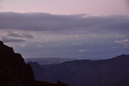 Erster Blick ins Tal, noch vor Sonnenaufgang