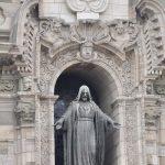 Statue an der Kathedrale