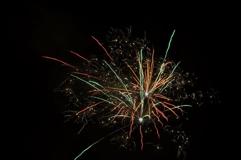 Feuerwerk hingegen sollte vor einem schwarzen Himmel erstrahlen