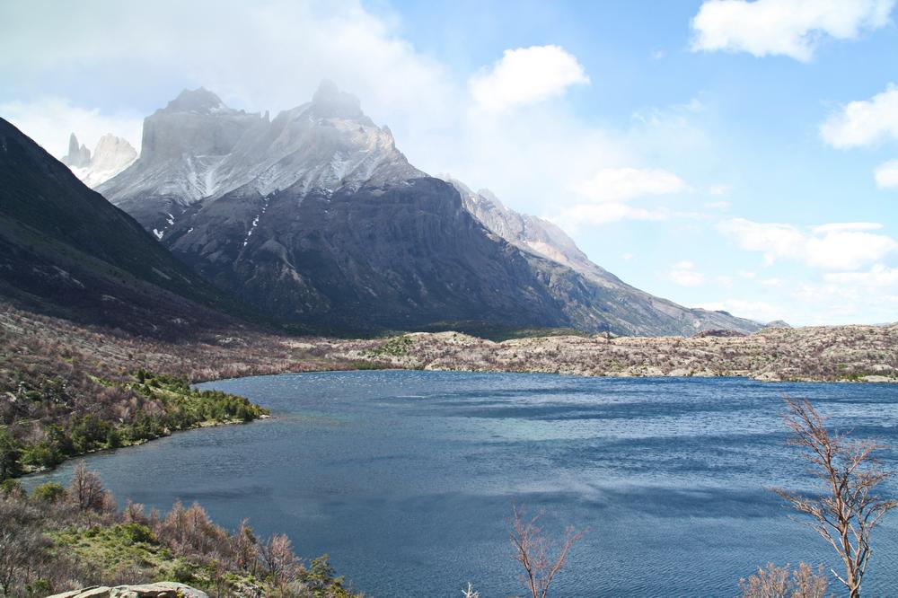 Sonne, Wolken und Stum am Lago Skottsberg