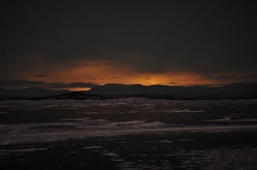 Nordlicht oder Sonnenuntergang? Wenn es nicht mitten in der Nacht wäre...