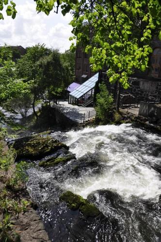 Ein Wasserfall im Fluss Akerselva - mitten in der Großstadt