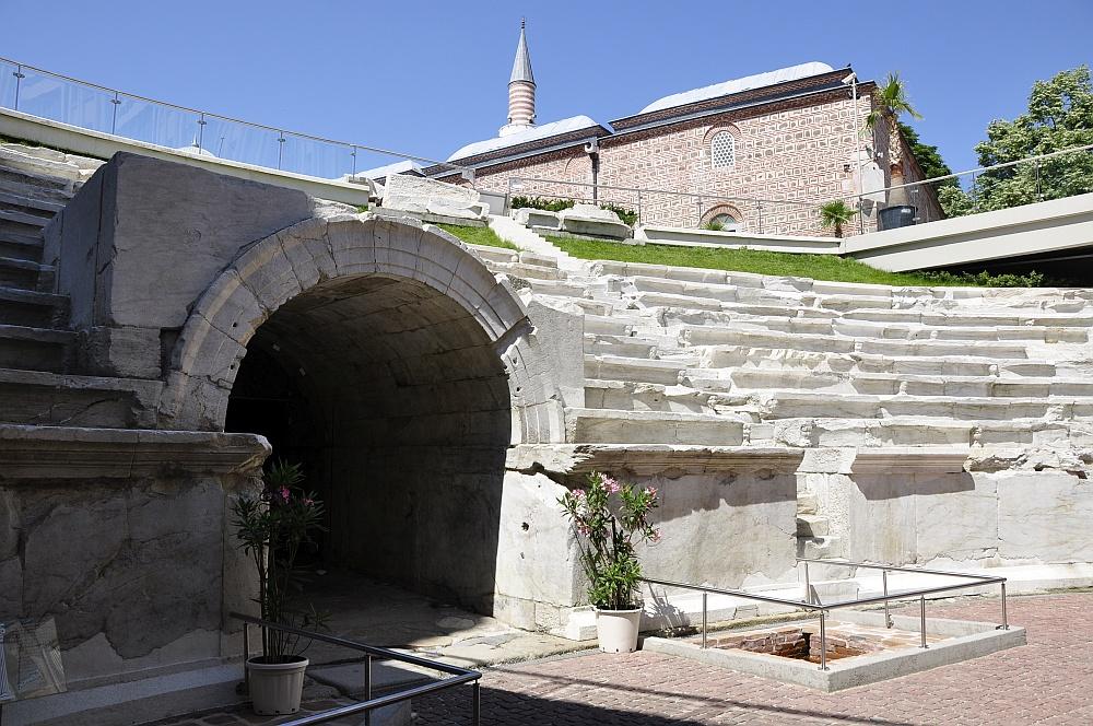 Das antike Stadion liegt unter der Stadt