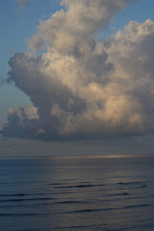 Für die Dramatik: eine einzelne Quellwolke