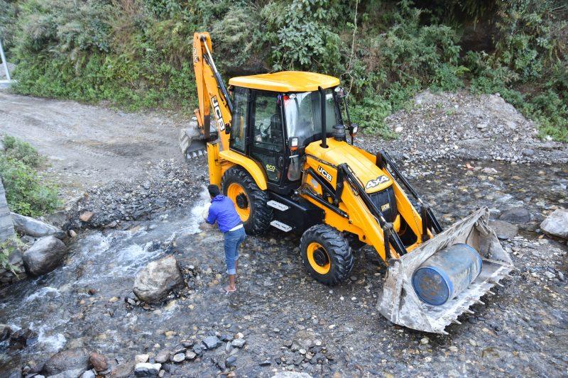 Traktorwaschen auf Nepalesisch