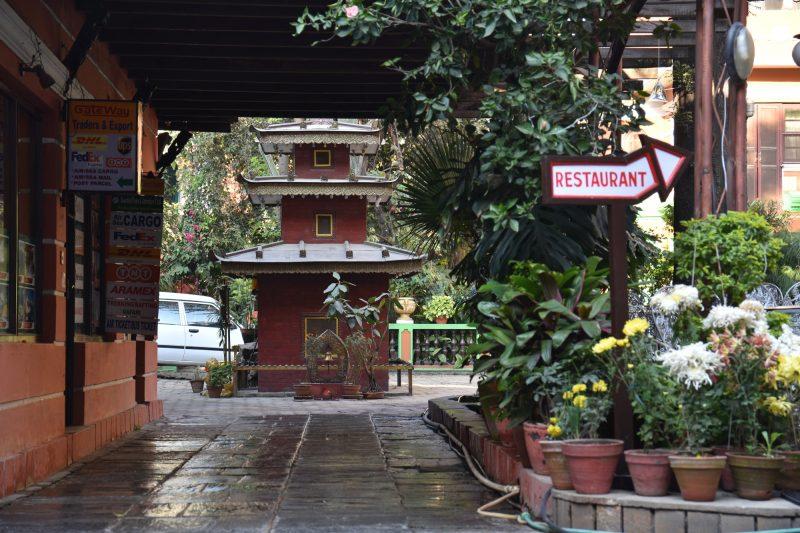 Kleiner Tempel in einem Hinterhof