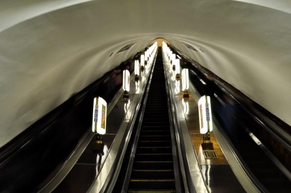 """Belichtungszeit: 1"""" - Die Menschen auf der Rolltreppe sind kaum noch zu erkennen"""