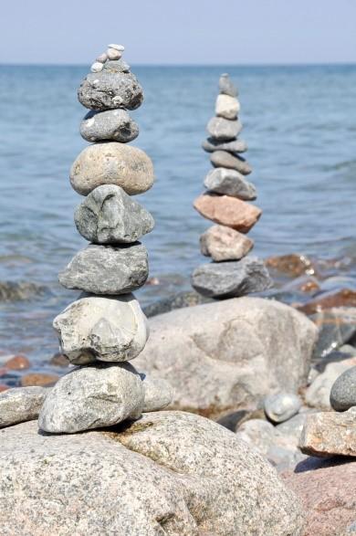 Blende: f/14 (große Blende, kleine Öffnung) Die hinteren Steine und das Wasser sind relativ scharf abgebildet. Belichtungszeit: 1/200