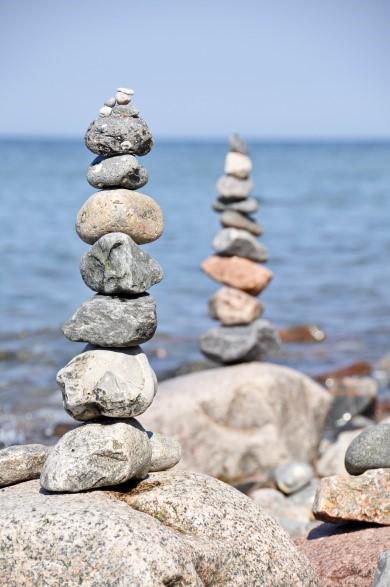 Blende: f/7.1 (mittlere Blende und Öffnung) Die hinteren Steine und das Wasser sind relativ unscharf abgebildet.Belichtungszeit: 1/800