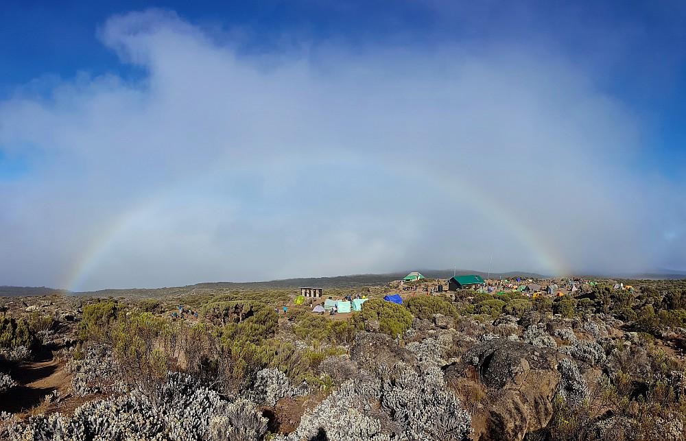 Regenbogen über dem Shira 2 Camp