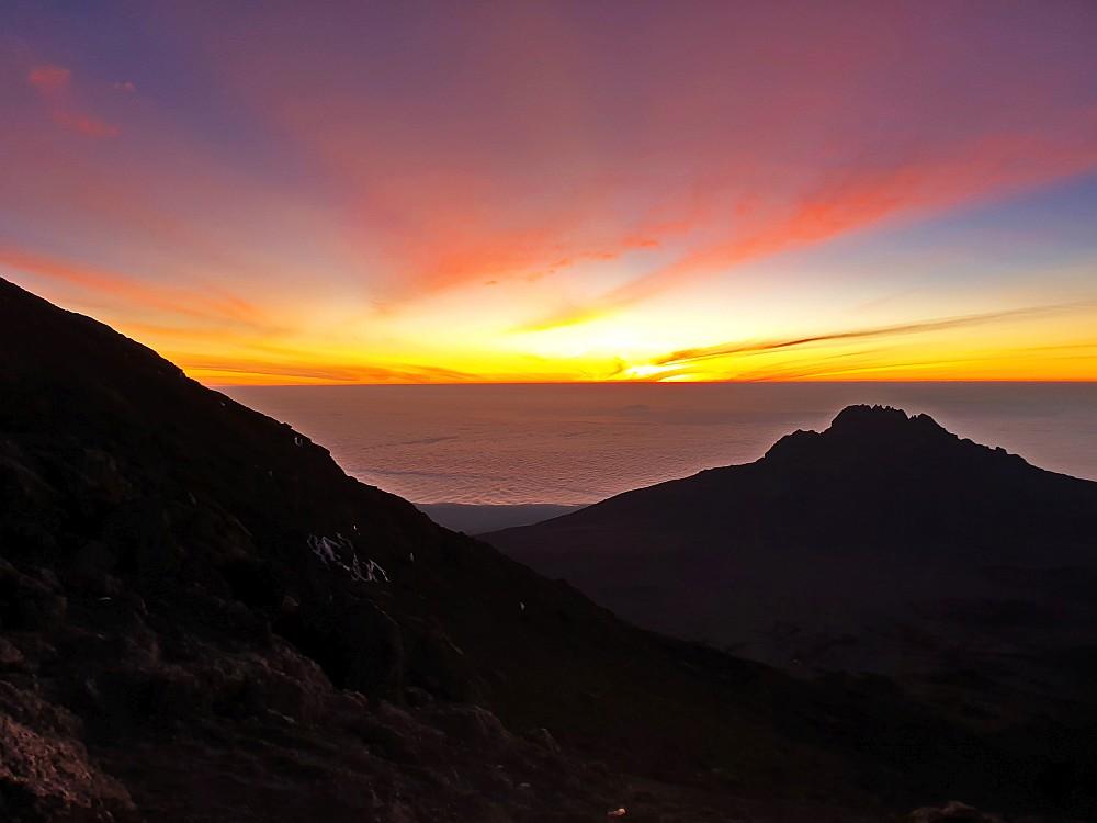 Sonnenaufgang hinter dem Mawenzi