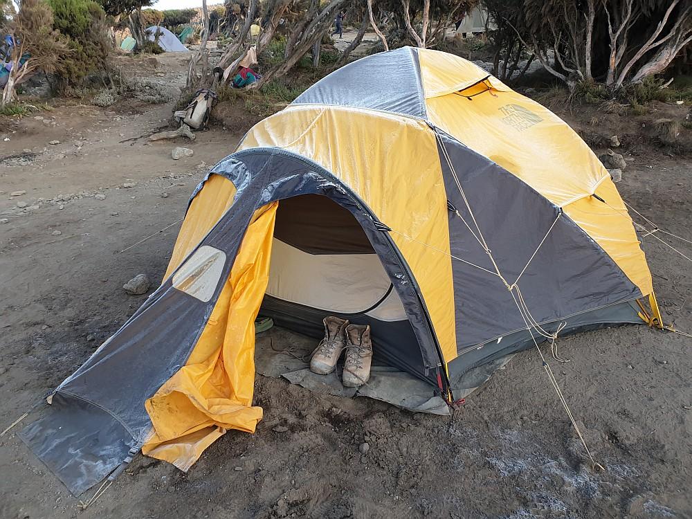 Ein letztes Mal vereistes Zelt