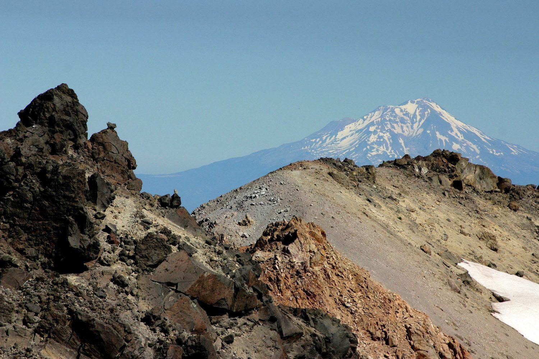 Lassen NP mit Mt. Shasta (Wikipedia)