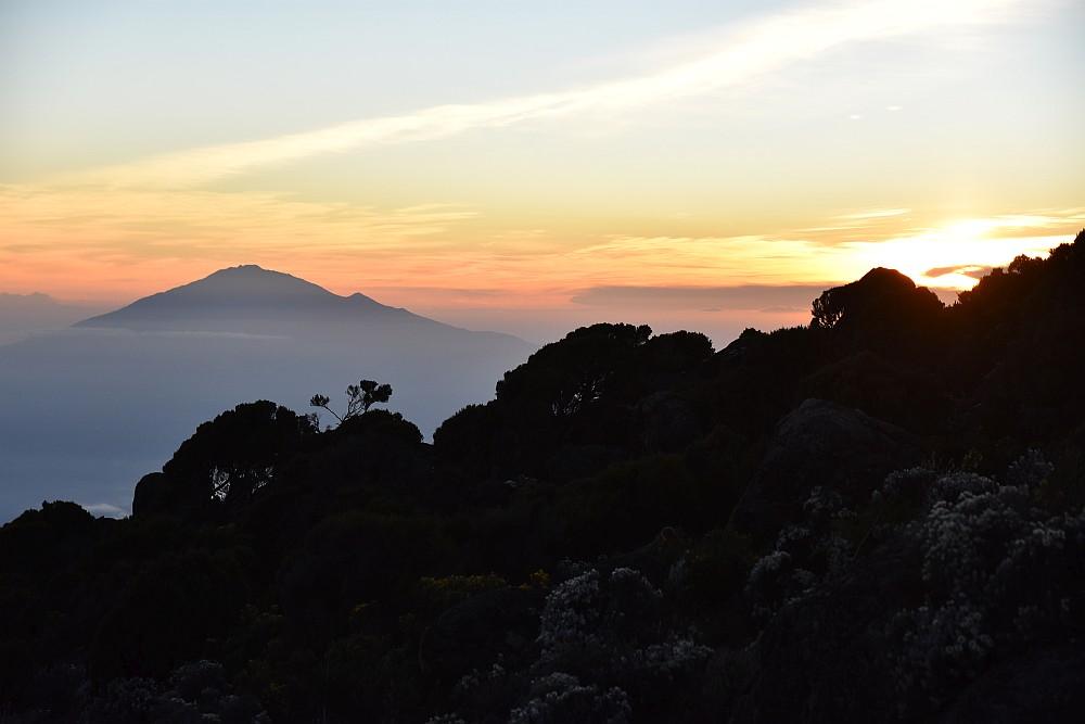 Mount Meru im Sonnenuntergang