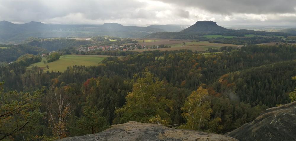 Blick übers Polenztal zum Lilienstein